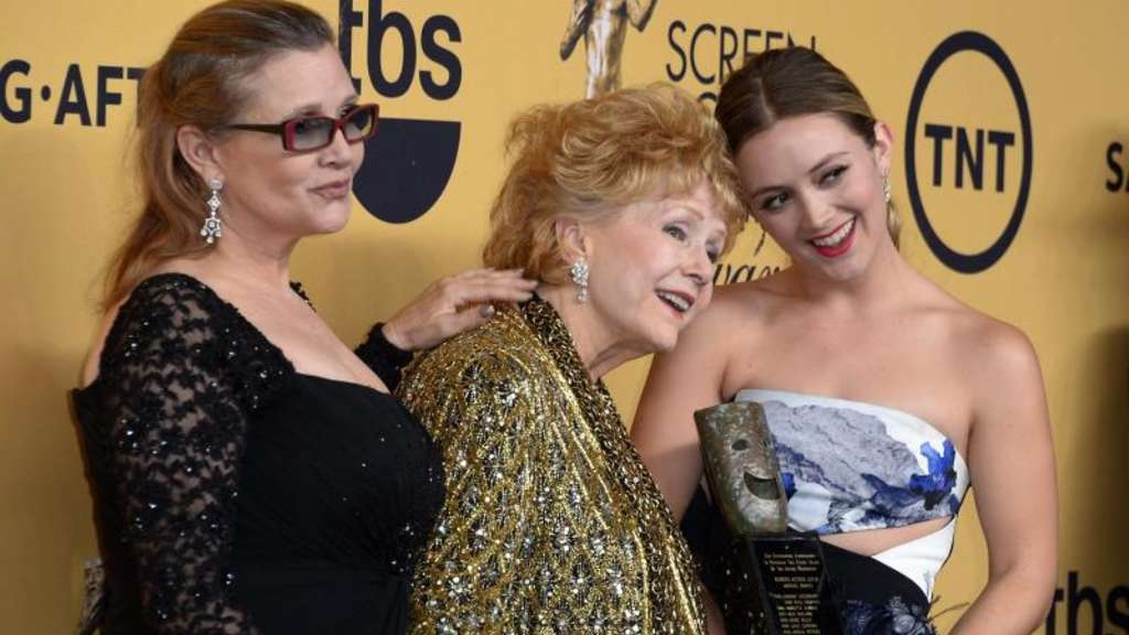 Carrie Fisher (l-r), ihre Mutter Debbie Reynolds und Billie Lourd 2015 in Los Angeles. Foto: Paul Buck