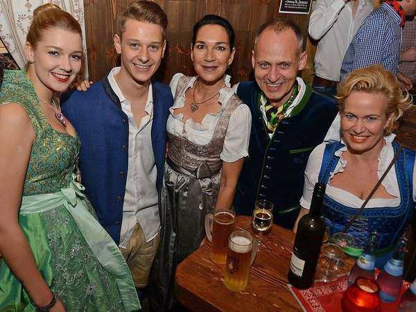 Trachtenparty: Wasn. Wiesn. Winterdorf.