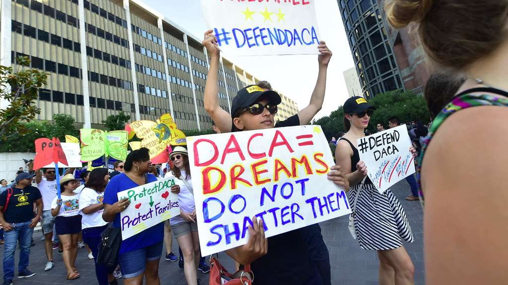 "Unterstützer des ""Deferred Action for Childhood Arrivals""-Programms (DACA) demonstrieren in Los Angeles."