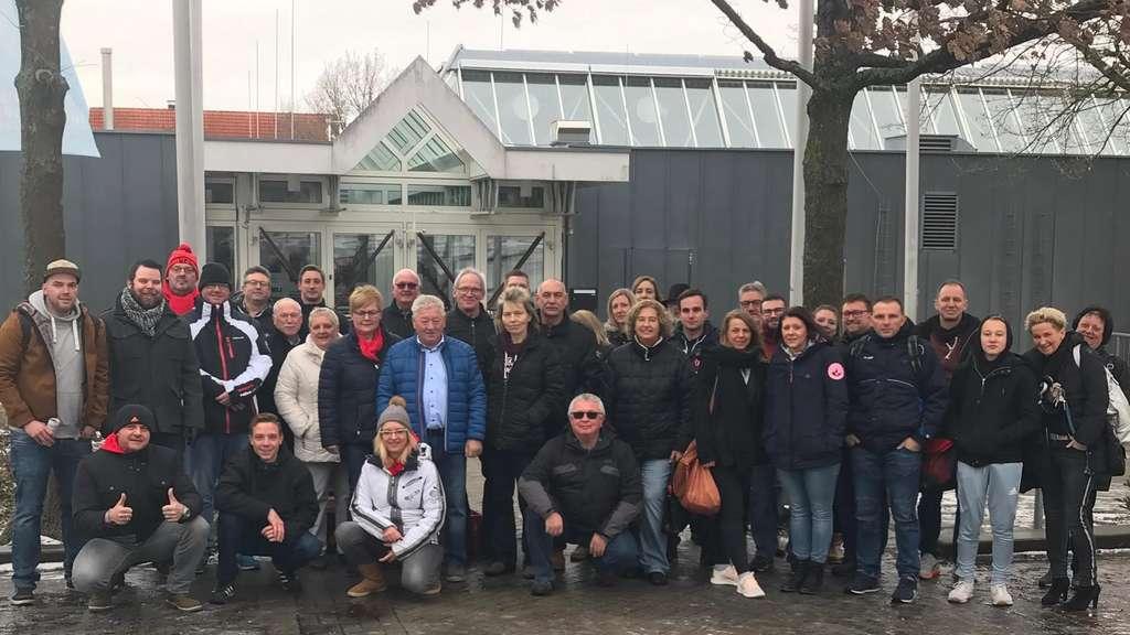 Diese teuflischen Fans unterstützen ihre Red Devils Heilbronn auch lautstark in Burghausen.
