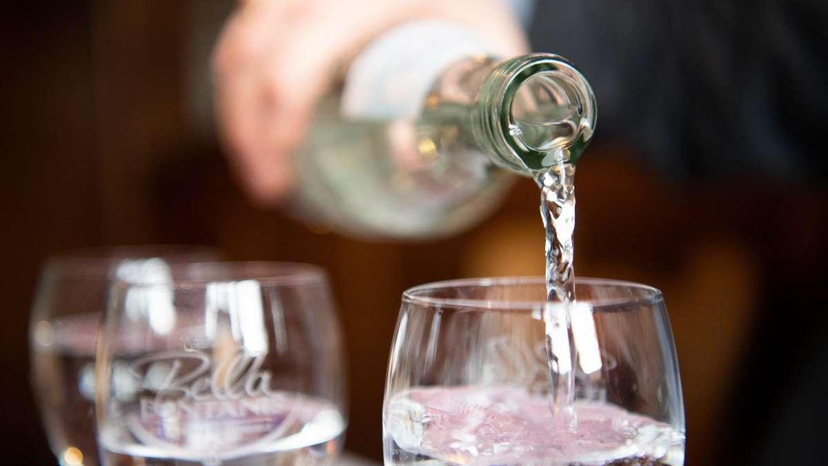 Mineralwasser im Test: Discounter-Produkt überzeugt ...